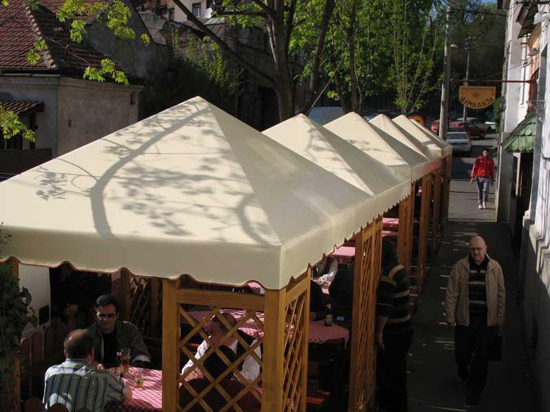 Drvena letnja basta restorana Sumadija