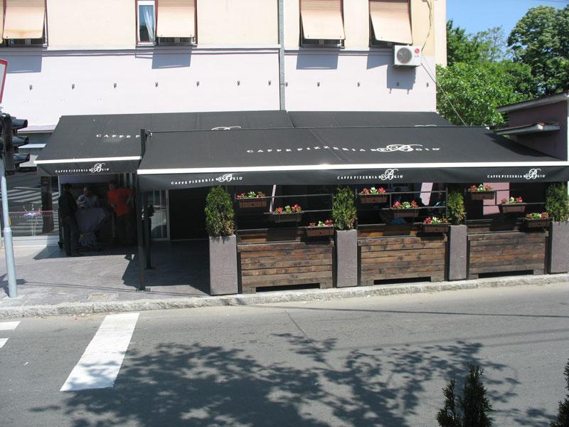 Otvorena tende za baste restorana picerija